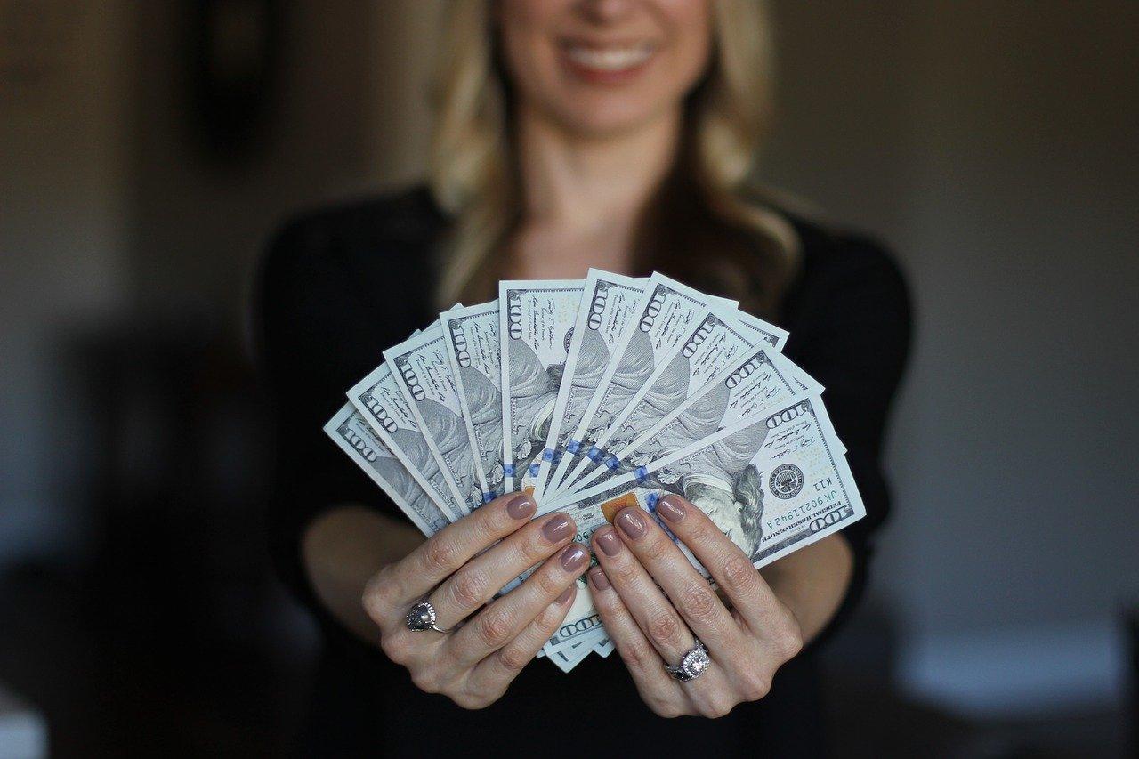 ラウンジのバイトを彼氏にバレないようにするには金銭感覚が狂わないように気をつけること